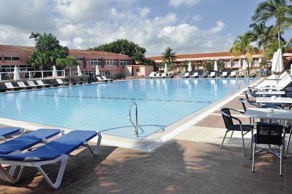 Bravo club hotel arenal la havane cuba forfaits vacances for Club piscine rabais