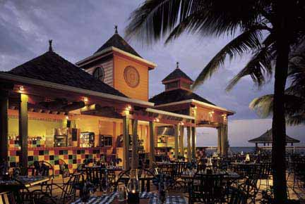 Beaches Ocho Rios Resort And Golf Club terrasse le soir